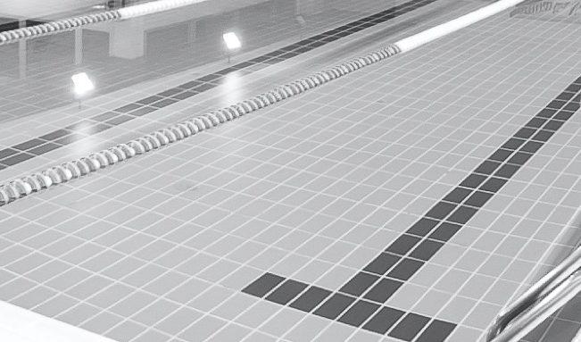 Muore in piscina a Milano