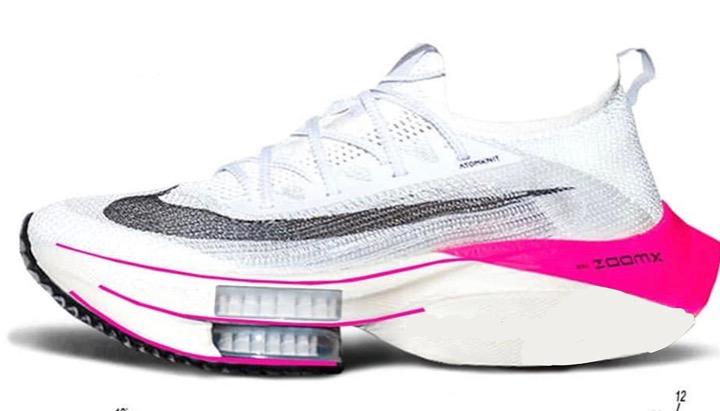 Anomalia prestativa nell'atletica. Le scarpe di ultima generazione come i costumoni in poliuretano nel nuoto