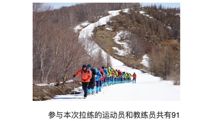 La squadra cinese in montagna fra camminate ed arrampicate