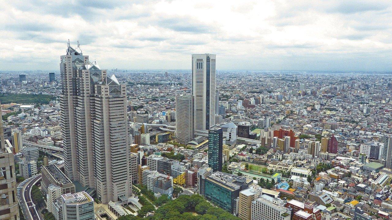 Tokyo, inaugurazione a ranghi ridotti