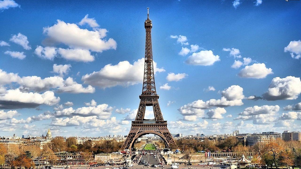 Parigi 2024, la Torre Eiffel si rifà il look